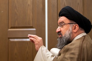 khatami-door-behind-tasnim