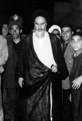 imam-khomeini-walking