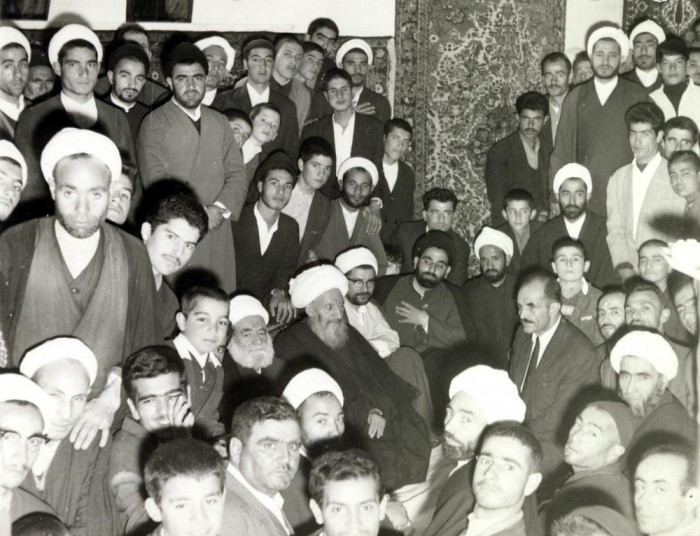 mola-ali-hamedani-with-students