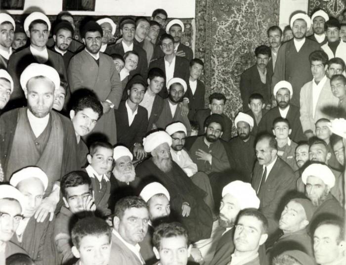 mola-ali-hamedani-with-students