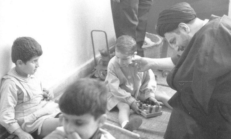 امام موسی صدر در بازدید از مدرسه بیتالاطفال صیدا