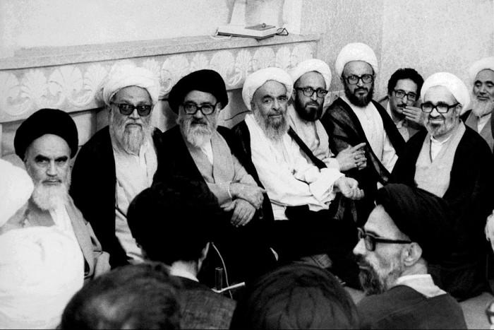 دیدار امام با فقهای مجلس خبرگان تدوین قانون اساسی درسال ۵۸