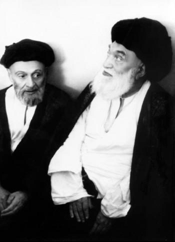 آیتﷲالعظمی بروجردی در کنار آیتﷲ کاشانی رئیس مجلس شورای ملی